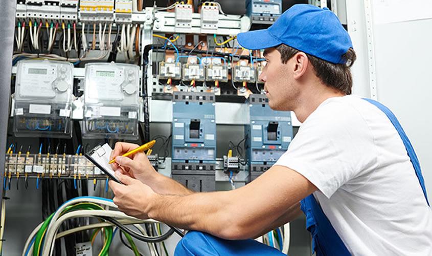 Tres puntos clave que deberá verificar al contratar a un electricista